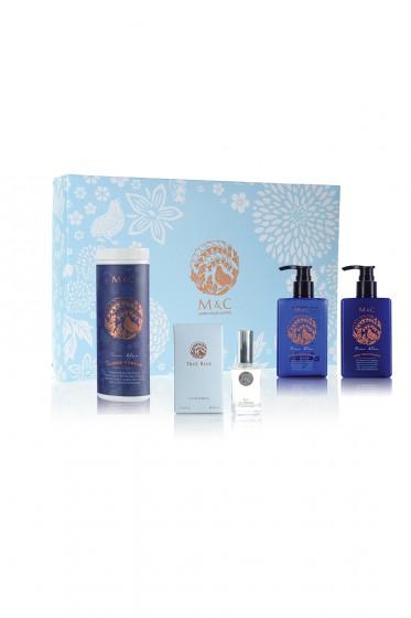 M&C เซ็ท 4 ชิ้น น้ำหอม ครีมบำรุงผิว เจลอาบน้ำ และแป้งฝุ่น กลิ่น True Blue